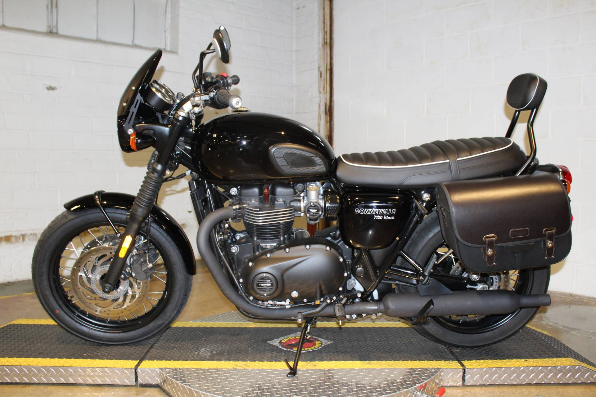 2018 Triumph Bonneville T120 in New London, Connecticut - Photo 5