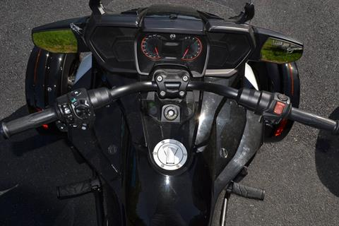2016 Can-Am Spyder F3-T SE6 w/ Audio System in Grantville, Pennsylvania - Photo 16