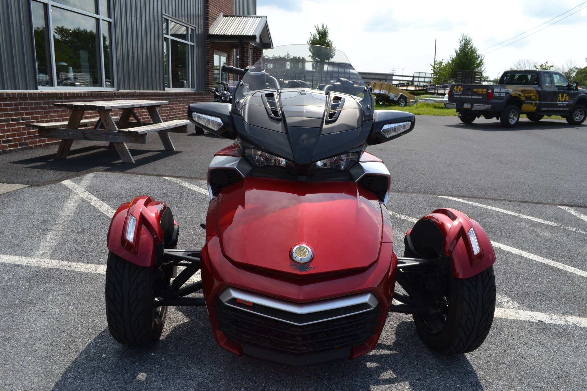 2016 Can-Am Spyder F3-T SE6 w/ Audio System in Grantville, Pennsylvania - Photo 3