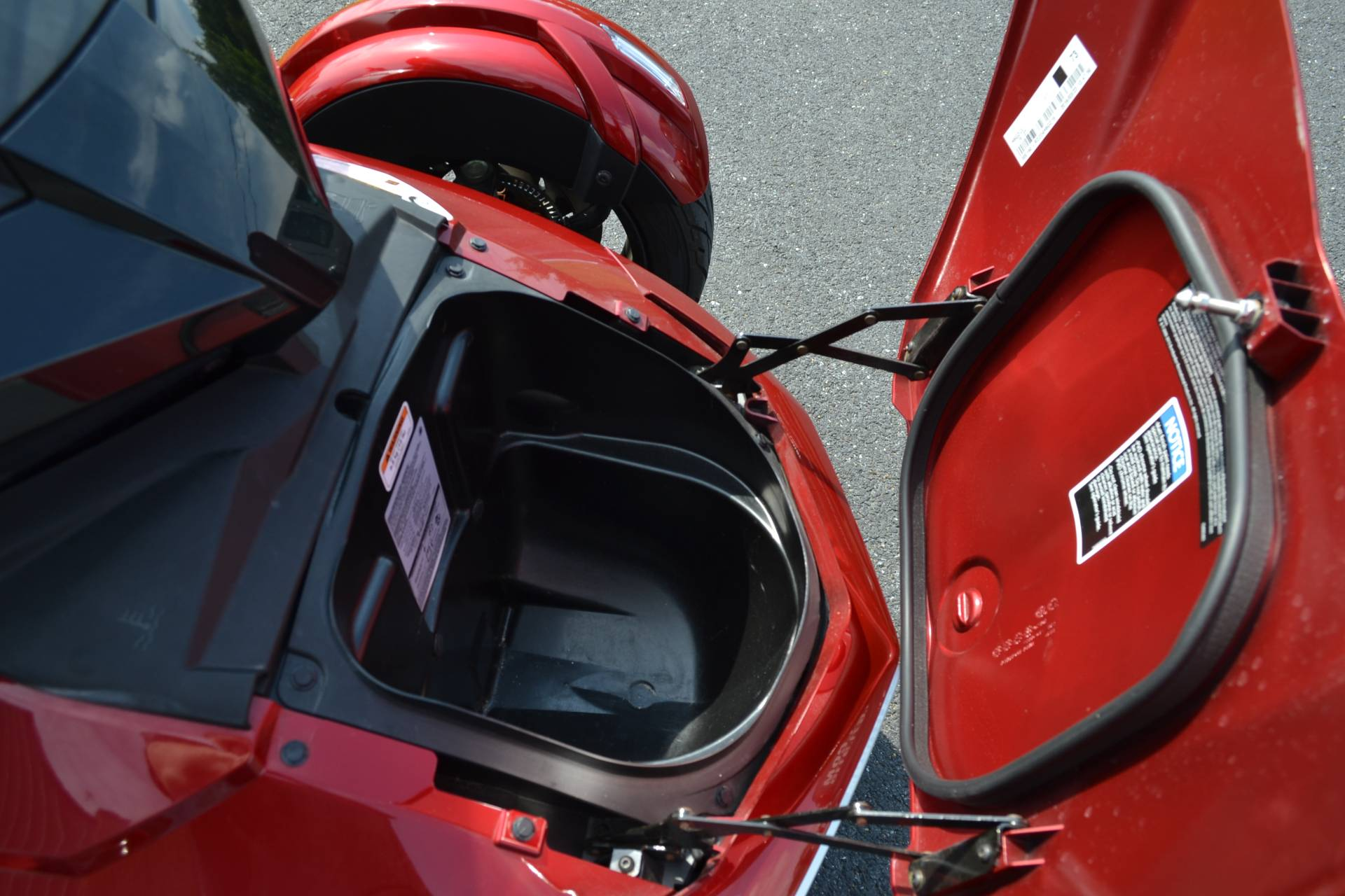 2016 Can-Am Spyder F3-T SE6 w/ Audio System in Grantville, Pennsylvania - Photo 23