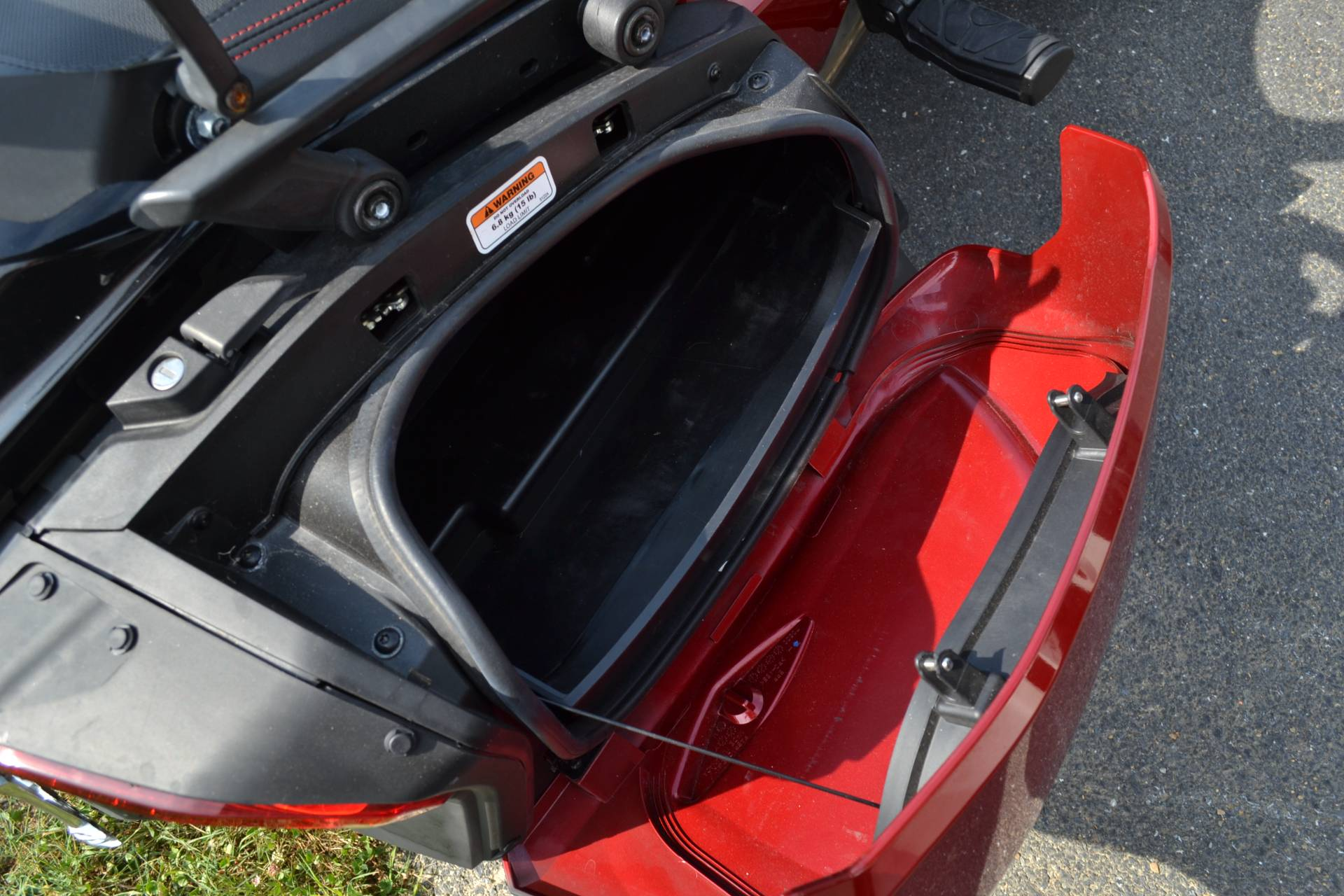 2016 Can-Am Spyder F3-T SE6 w/ Audio System in Grantville, Pennsylvania - Photo 25
