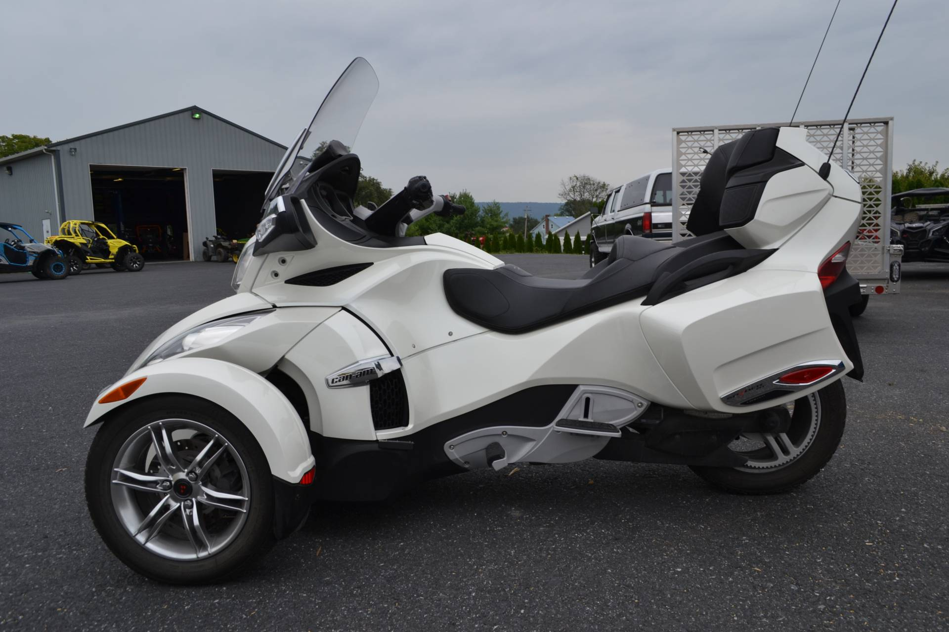 2011 Can-Am Spyder® RT Limited in Grantville, Pennsylvania - Photo 2