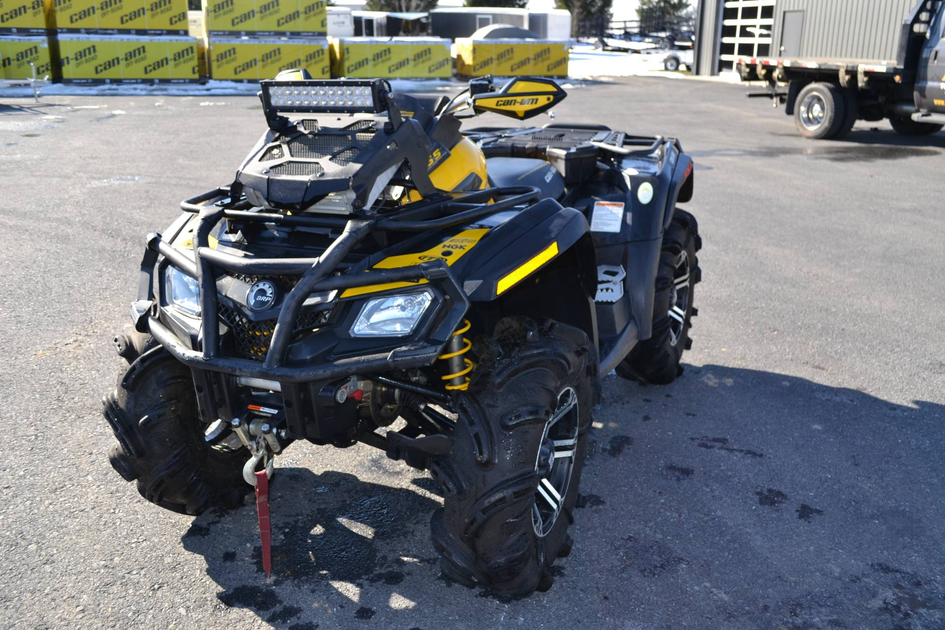 2011 Can-Am Outlander™ 800R X mr in Grantville, Pennsylvania