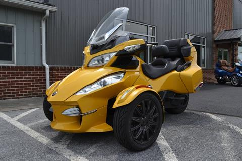 2013 Can-Am Spyder® RT-S SM5 in Grantville, Pennsylvania - Photo 2