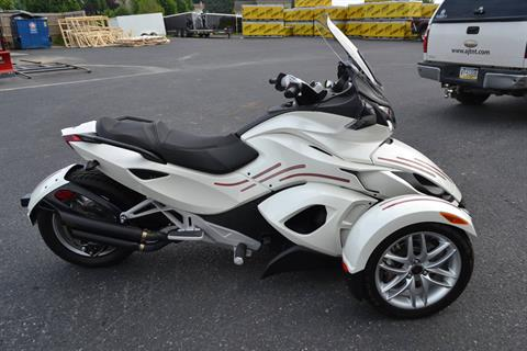 2014 Can-Am Spyder® ST SE5 in Grantville, Pennsylvania - Photo 16