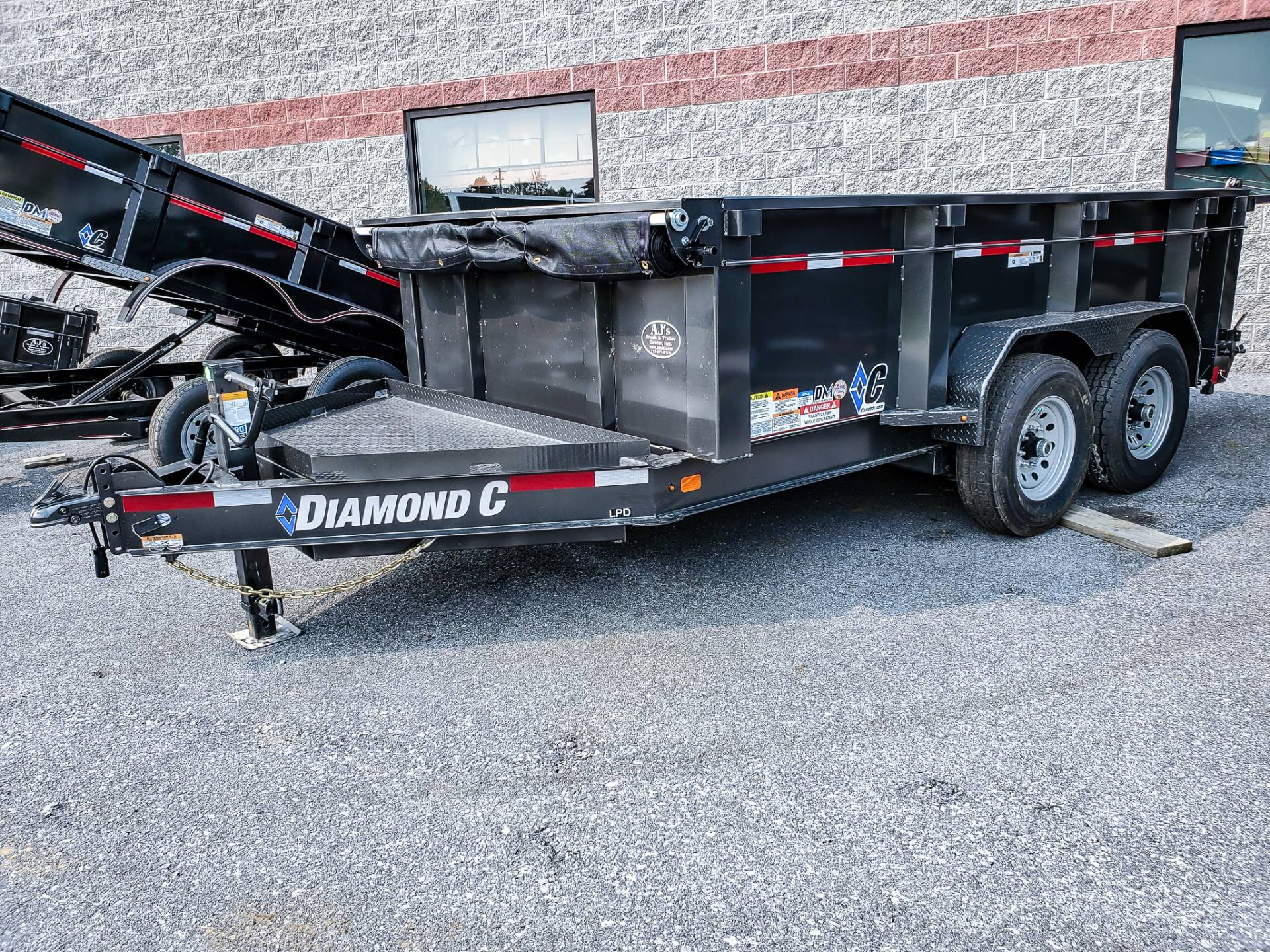 2021 Diamond C 12X82 LPD Dump Trailer 32HS HDV in Harrisburg, Pennsylvania - Photo 2