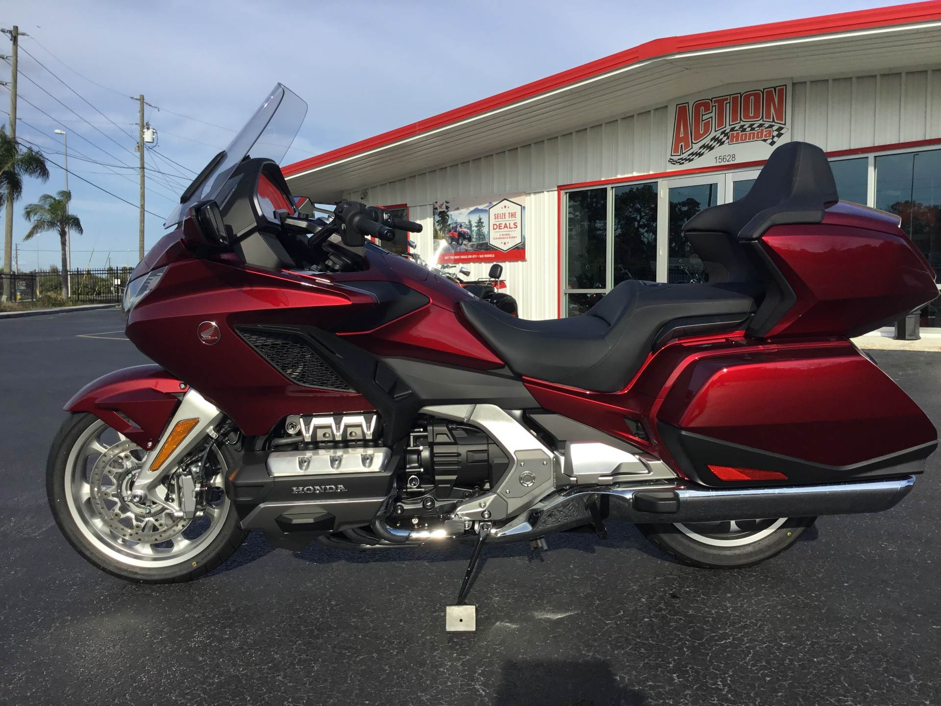 2018 Honda Gold Wing Tour Automatic DCT in Hudson, Florida - Photo 7