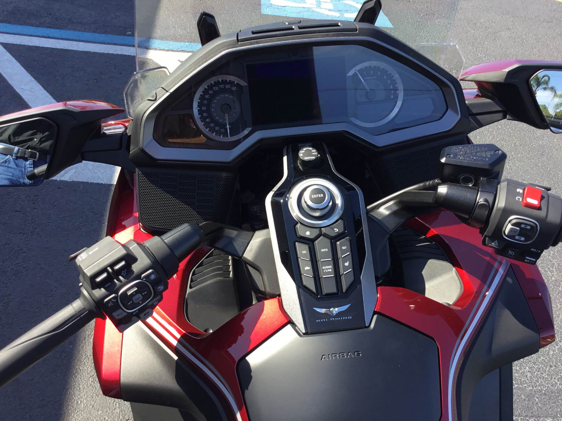 2018 Honda Gold Wing Tour Airbag Automatic DCT in Hudson, Florida - Photo 10