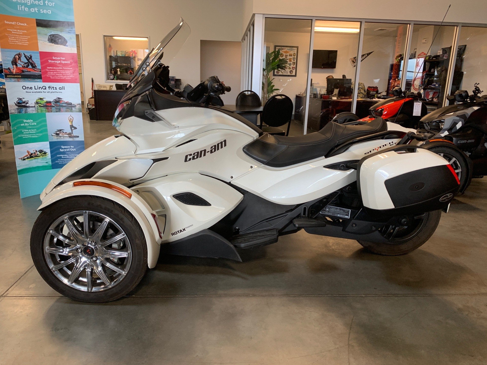 2013 Can-Am Spyder® ST Limited in Las Vegas, Nevada - Photo 2
