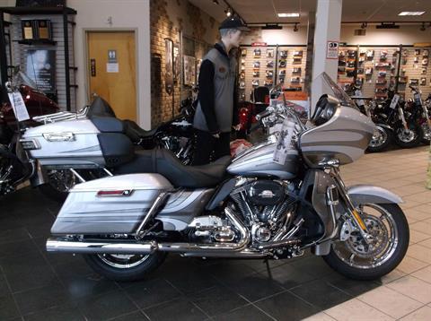 2016 Harley-Davidson CVO™ Road Glide™ Ultra in Branford, Connecticut
