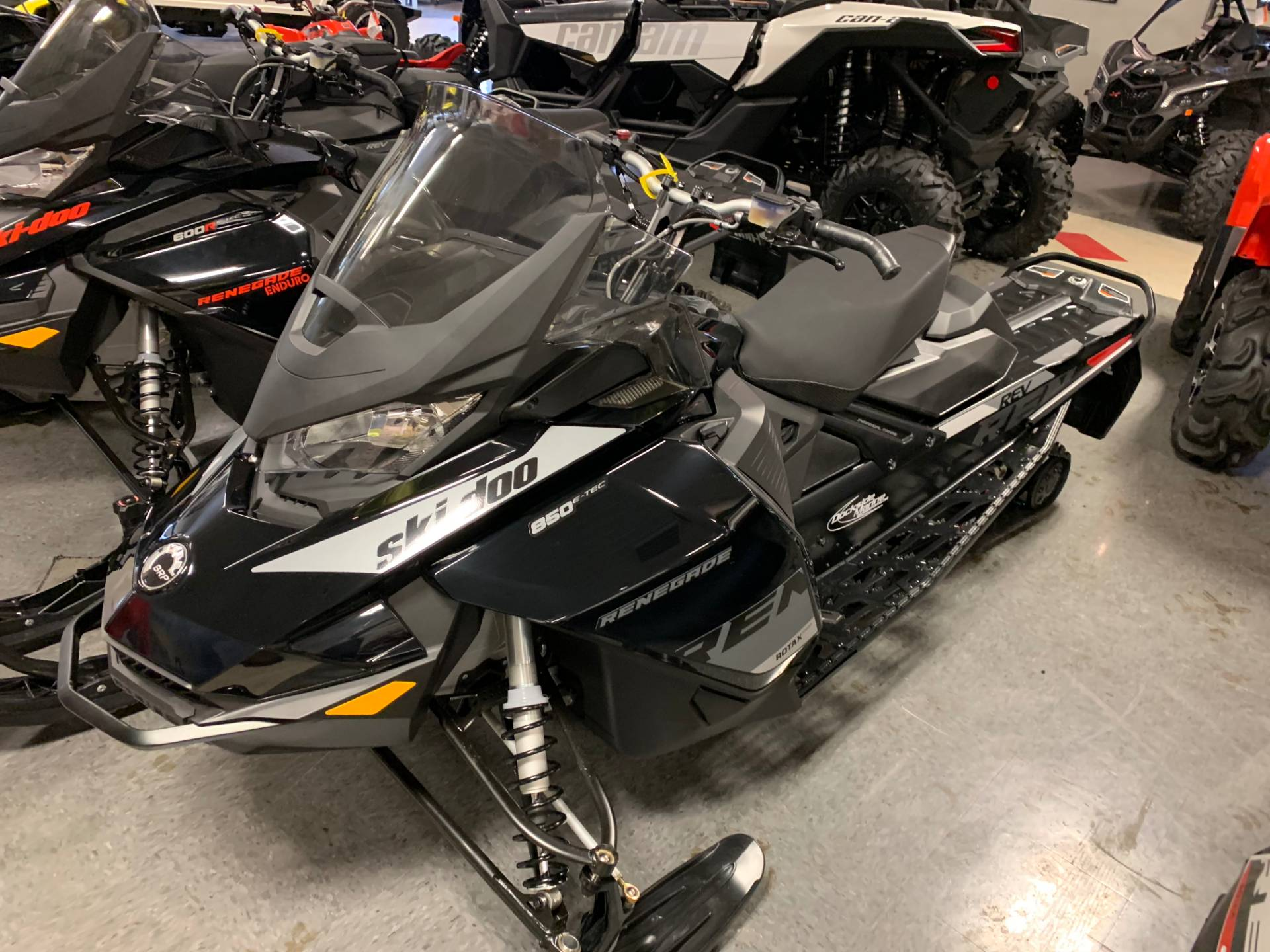 2019 Ski-Doo Renegade Adrenaline 850 E-TEC in Wilmington, Illinois - Photo 2