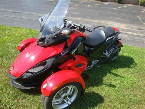 2009 Can-Am Spyder™ GS Roadster with SE5 Transmission (semi auto) in Wilmington, Illinois