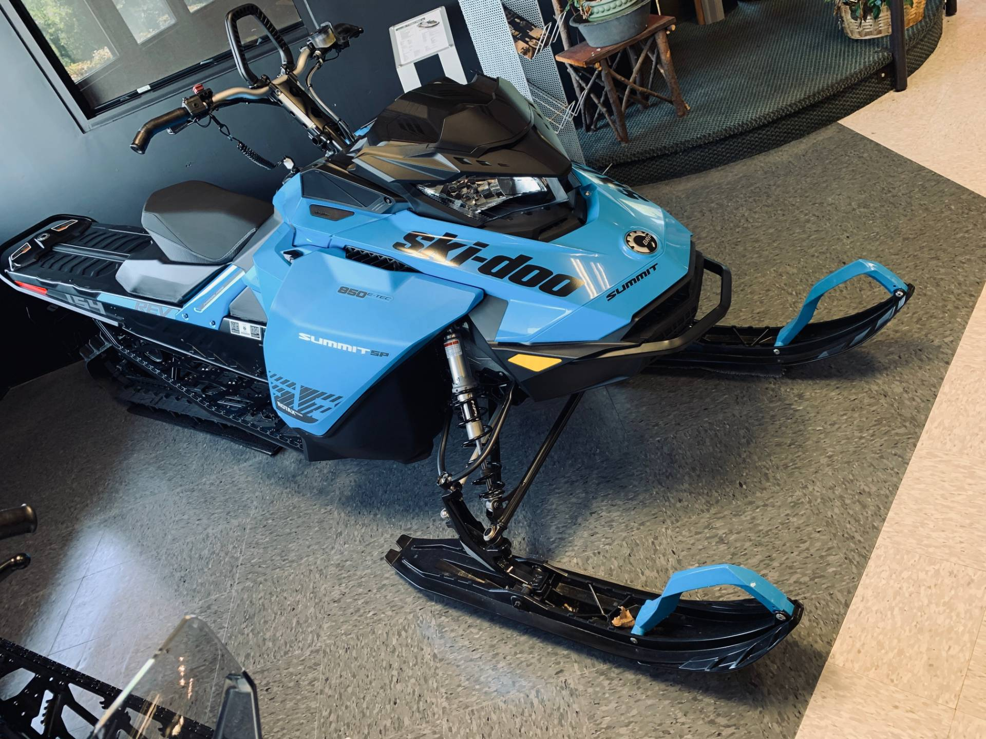 2020 Ski-Doo Summit SP 154 850 E-TEC SHOT PowderMax Light 2.5 w/ FlexEdge in Wilmington, Illinois - Photo 3