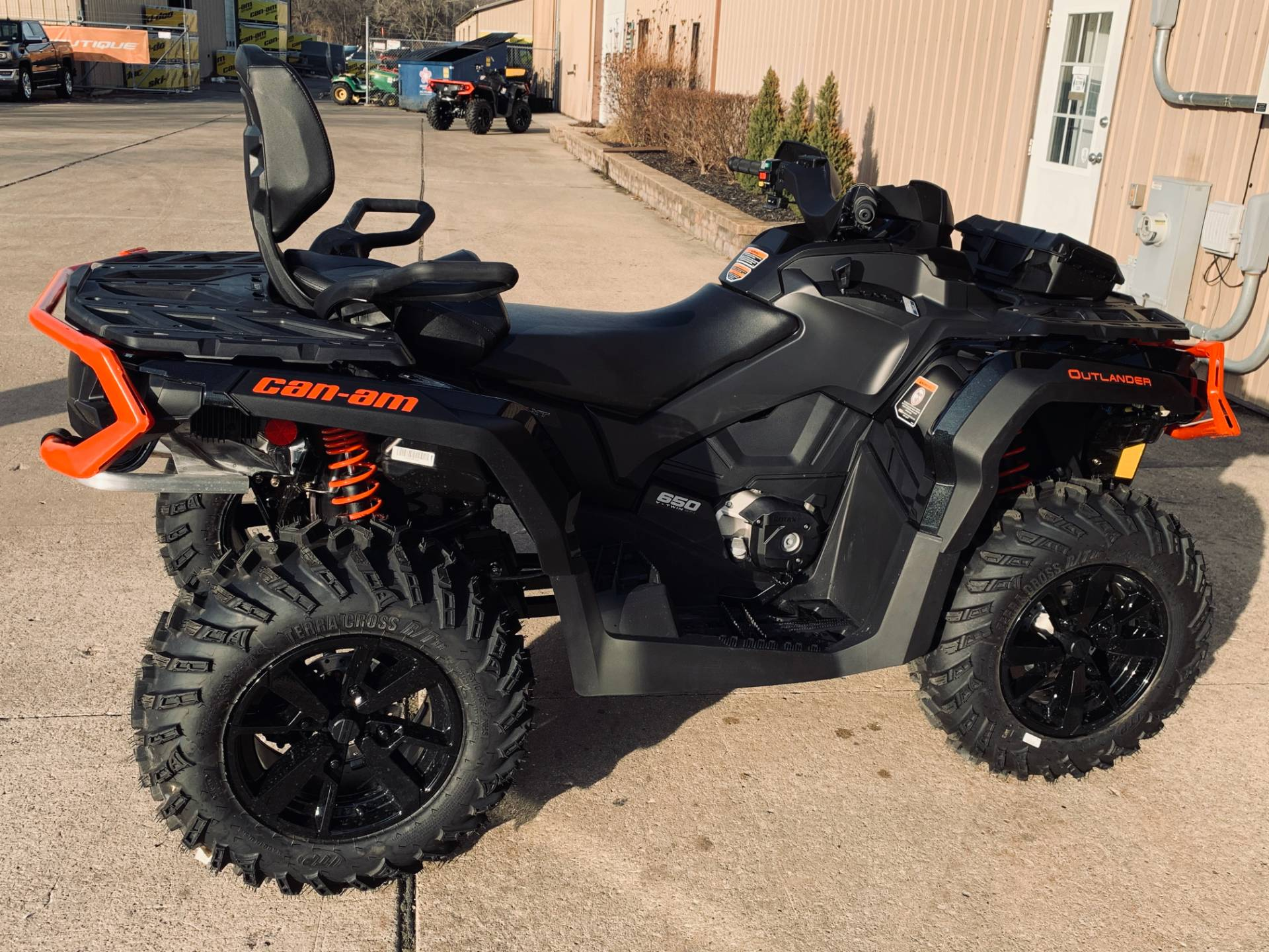 2019 Can-Am Outlander MAX XT 650 in Wilmington, Illinois - Photo 3