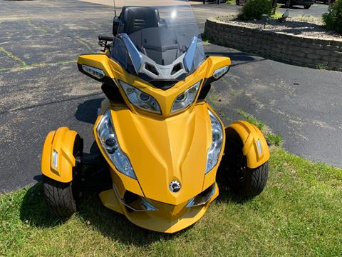 2013 Can-Am Spyder® RT-S SE5 in Wilmington, Illinois - Photo 2