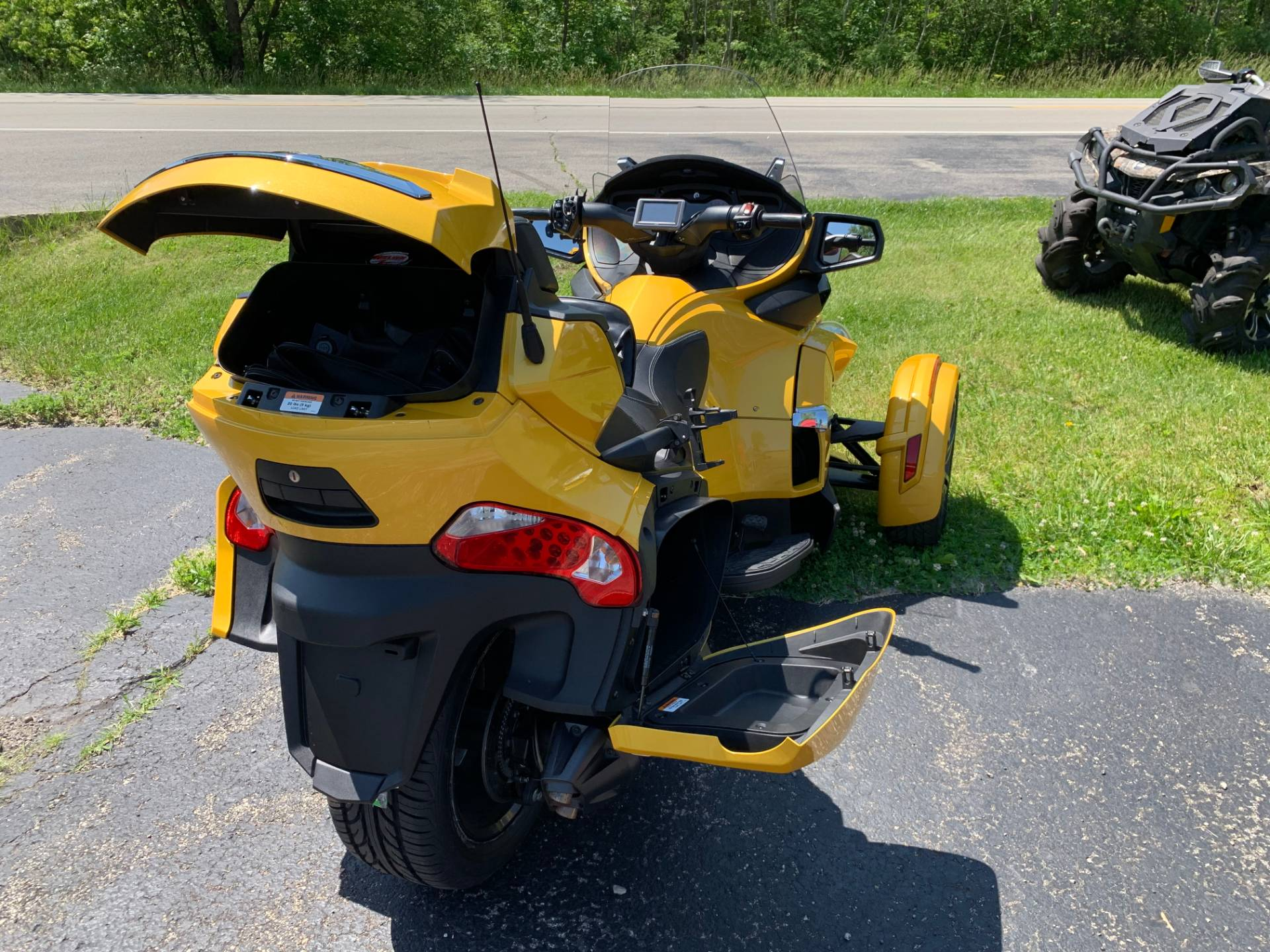 2013 Can-Am Spyder® RT-S SE5 in Wilmington, Illinois - Photo 8