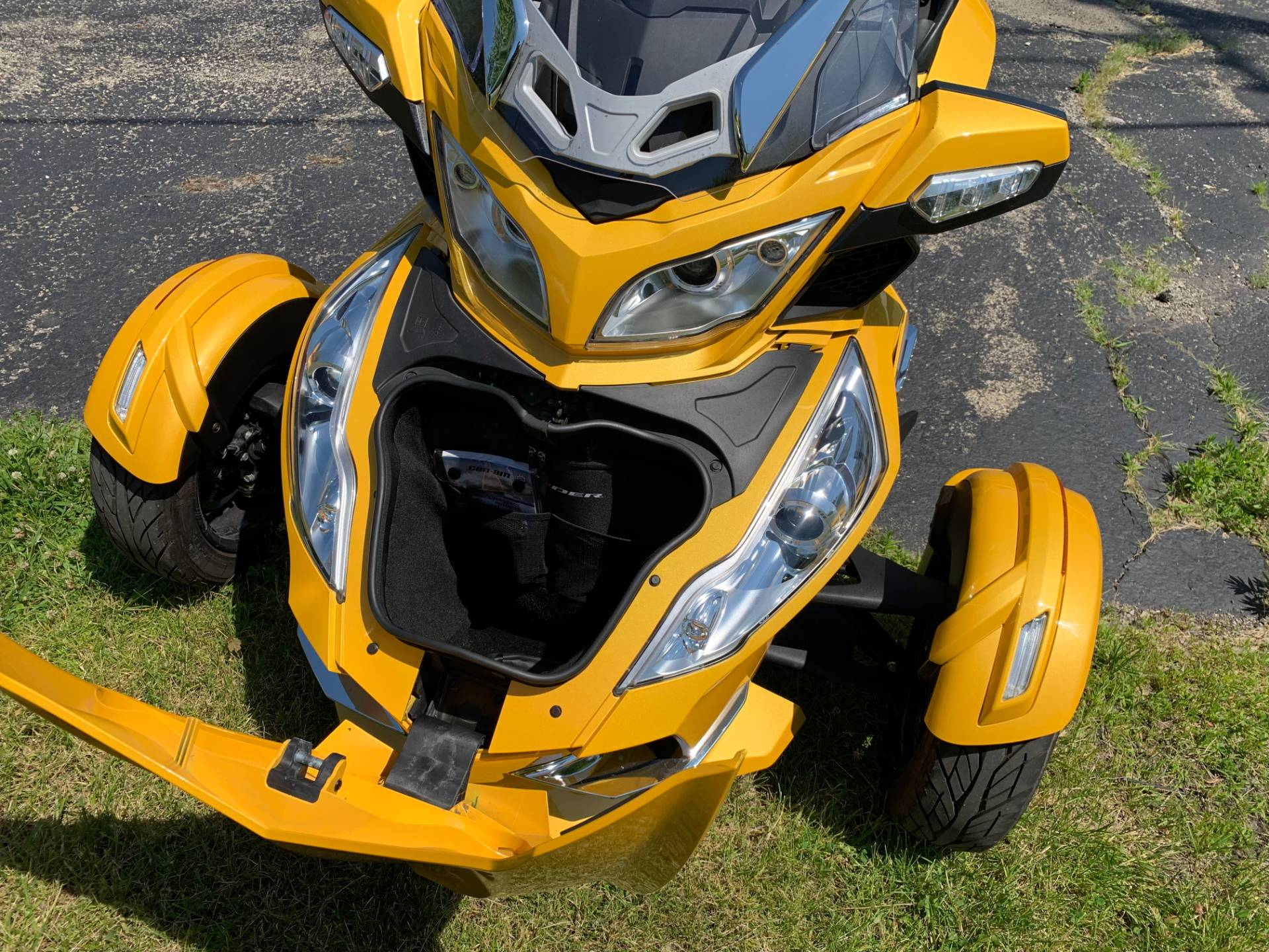 2013 Can-Am Spyder® RT-S SE5 in Wilmington, Illinois - Photo 10