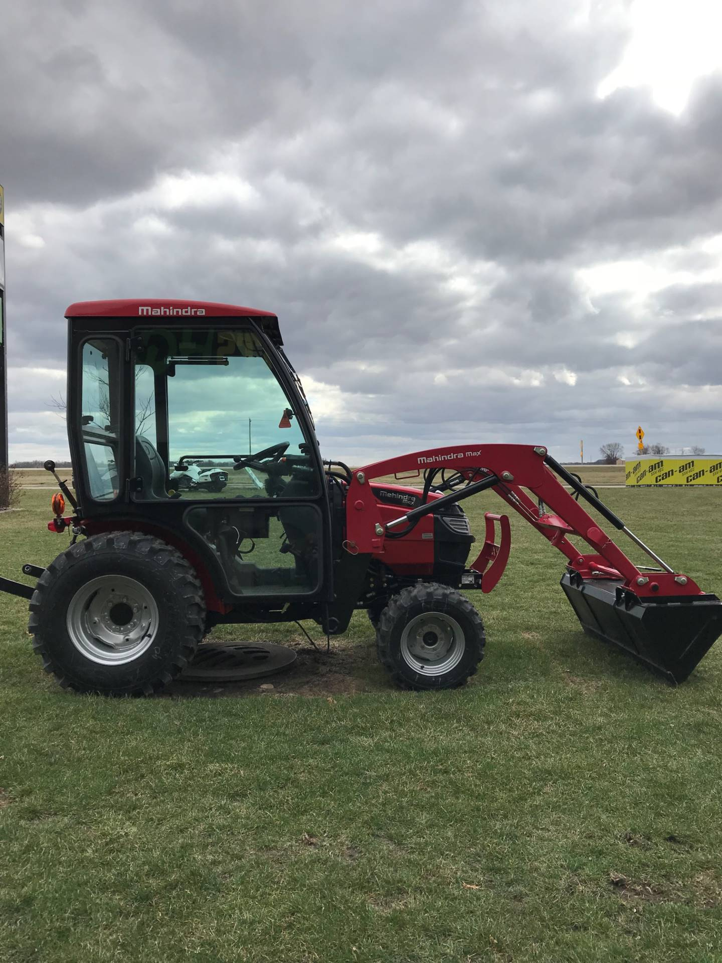 2016 Mahindra Max 26XL 4WD HST Cab in Charleston, Illinois