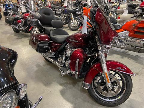 2017 Harley-Davidson Ultra Limited in Davenport, Iowa - Photo 2
