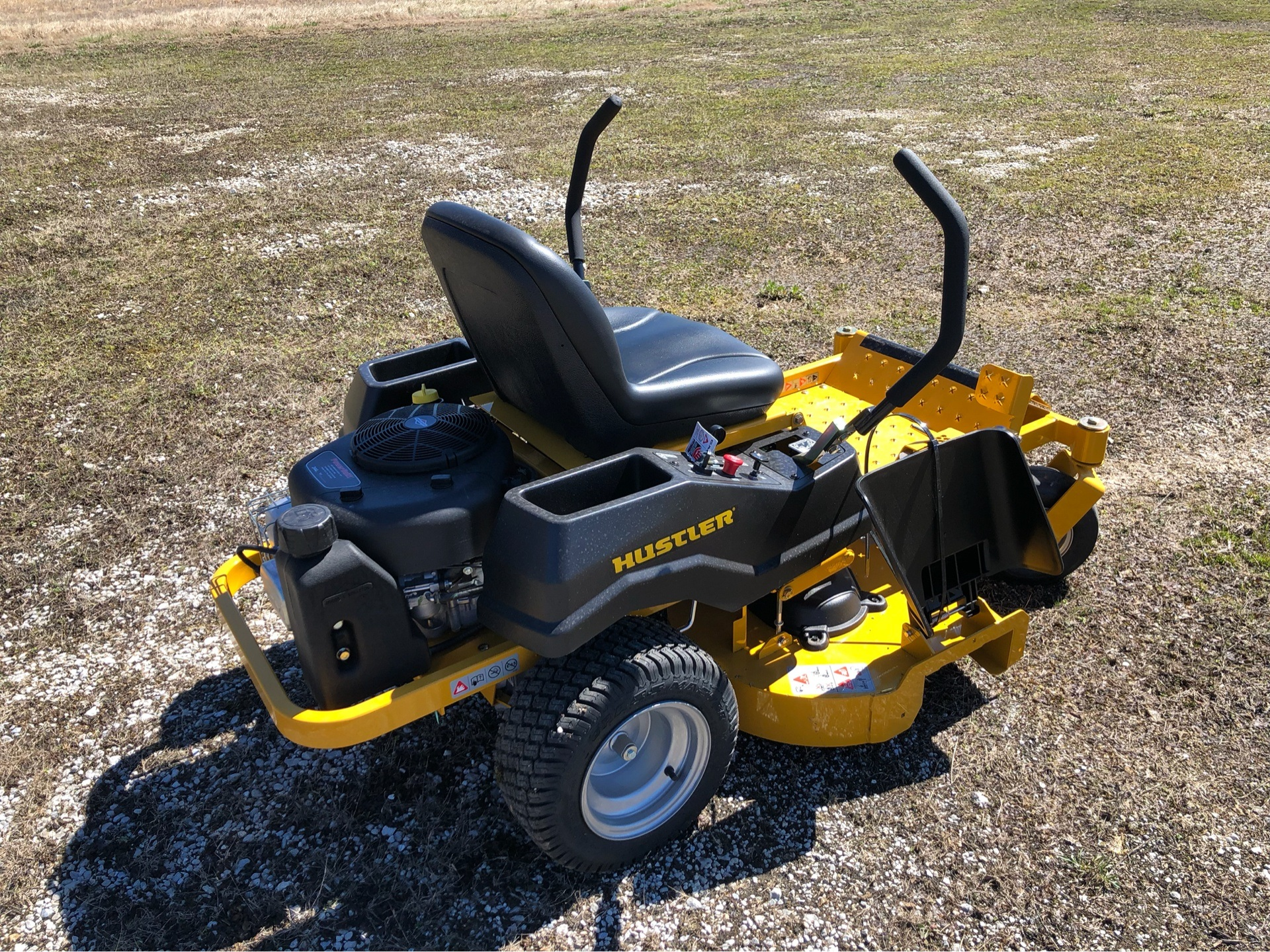 2019 Hustler Turf Equipment Dash 42 in. Briggs & Stratton PowerBuilt in Harrison, Arkansas - Photo 2