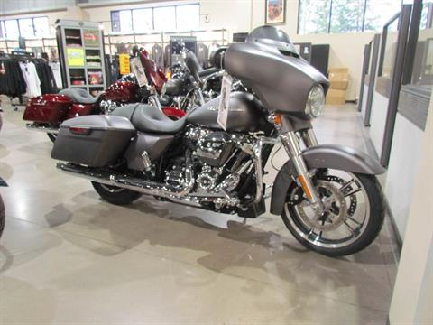 2017 Harley-Davidson Street Glide® Special in New York Mills, New York - Photo 1