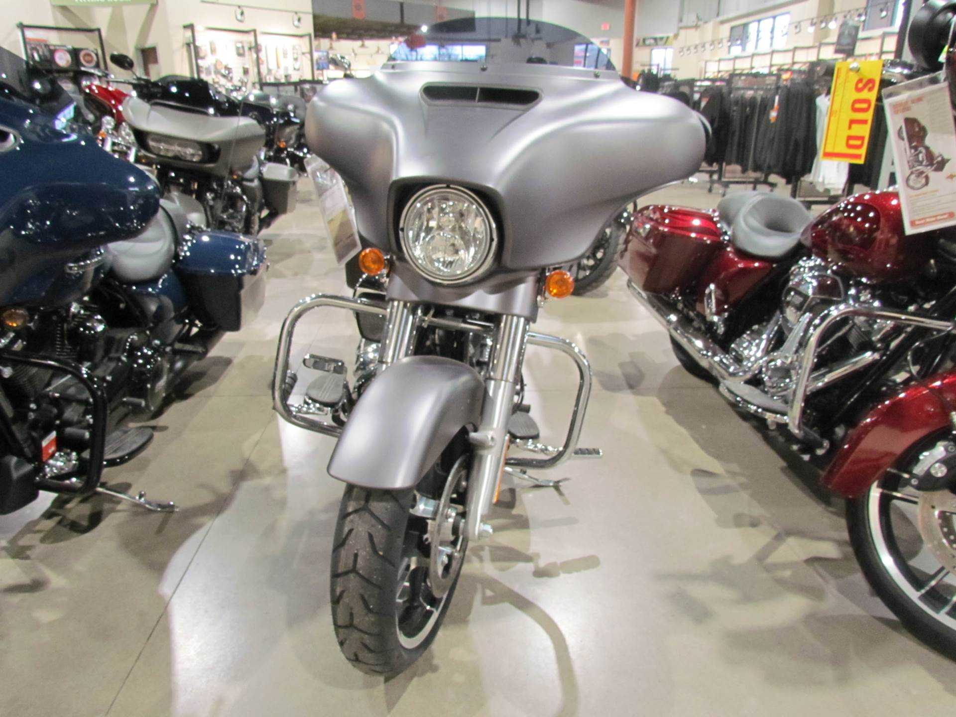 2017 Harley-Davidson Street Glide® Special in New York Mills, New York - Photo 3