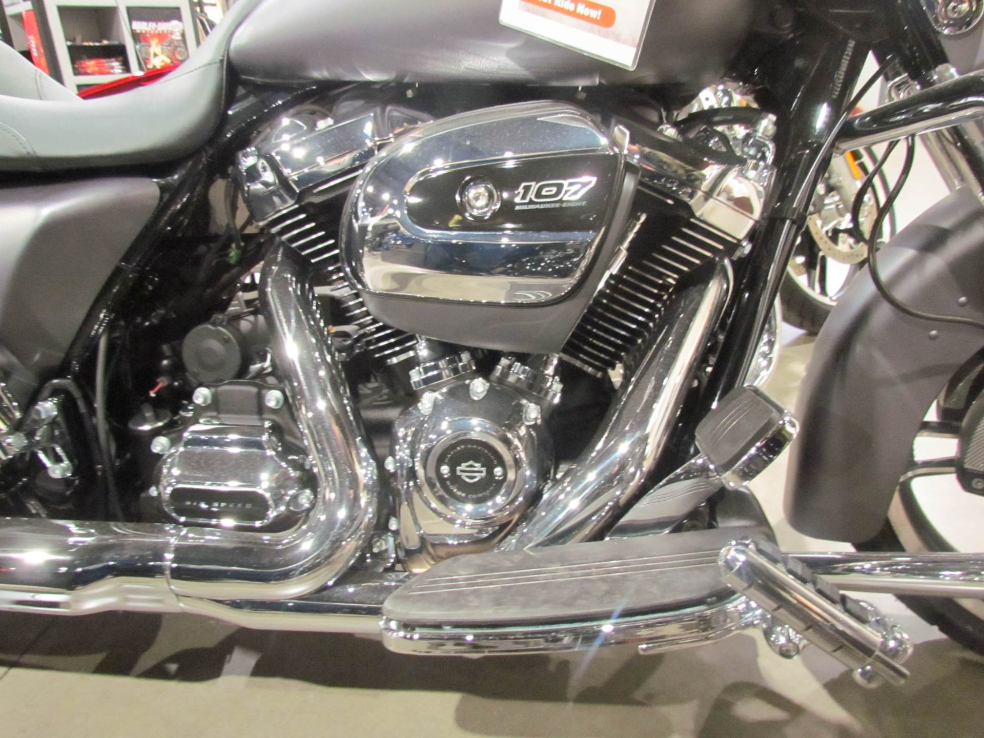2017 Harley-Davidson Street Glide® Special in New York Mills, New York - Photo 4