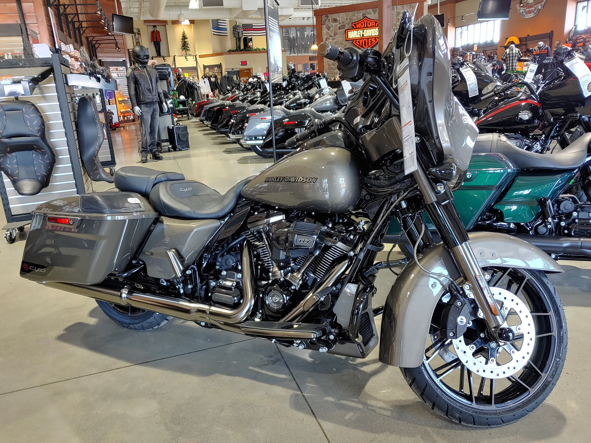 2021 Harley-Davidson CVO™ Street Glide® in Broadalbin, New York - Photo 2