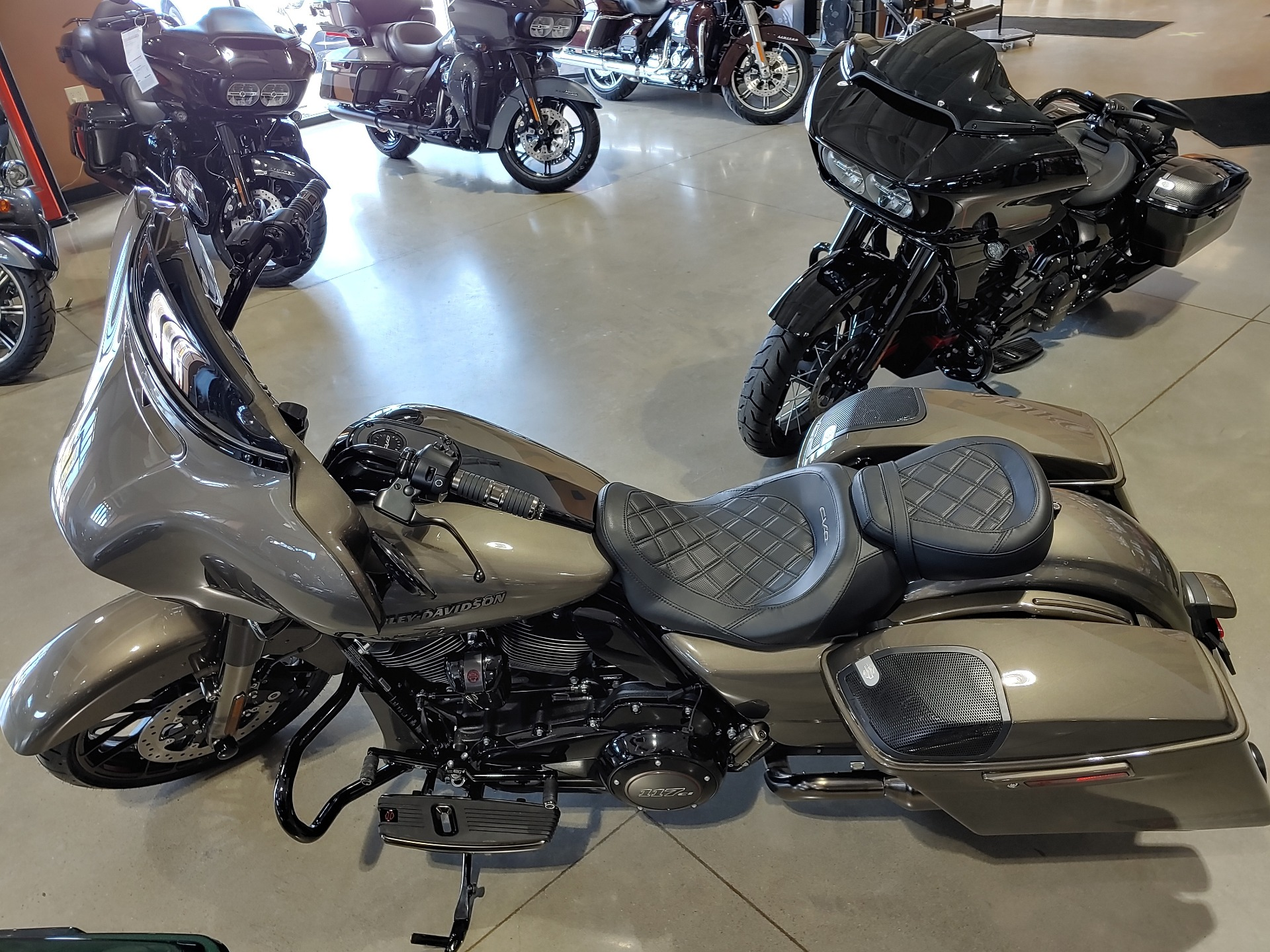 2021 Harley-Davidson CVO™ Street Glide® in Broadalbin, New York - Photo 8