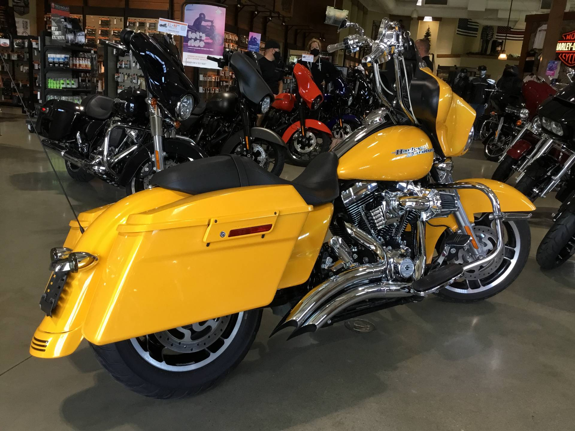 2013 Harley-Davidson Street Glide® in Broadalbin, New York - Photo 2
