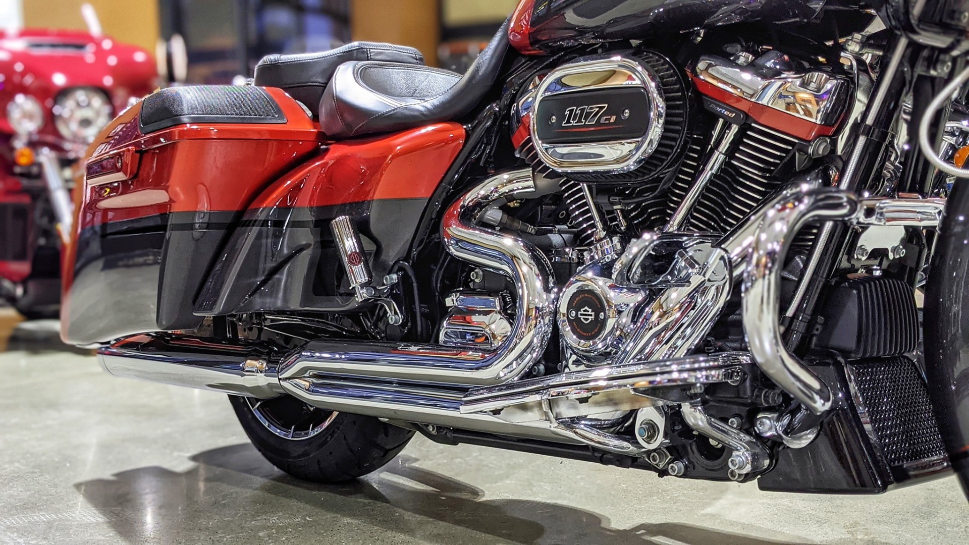 2018 Harley-Davidson CVO™ Road Glide® in Broadalbin, New York - Photo 2