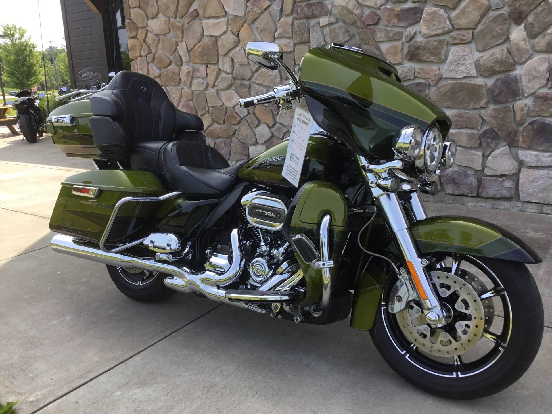 2017 Harley-Davidson CVO™ Limited in Broadalbin, New York