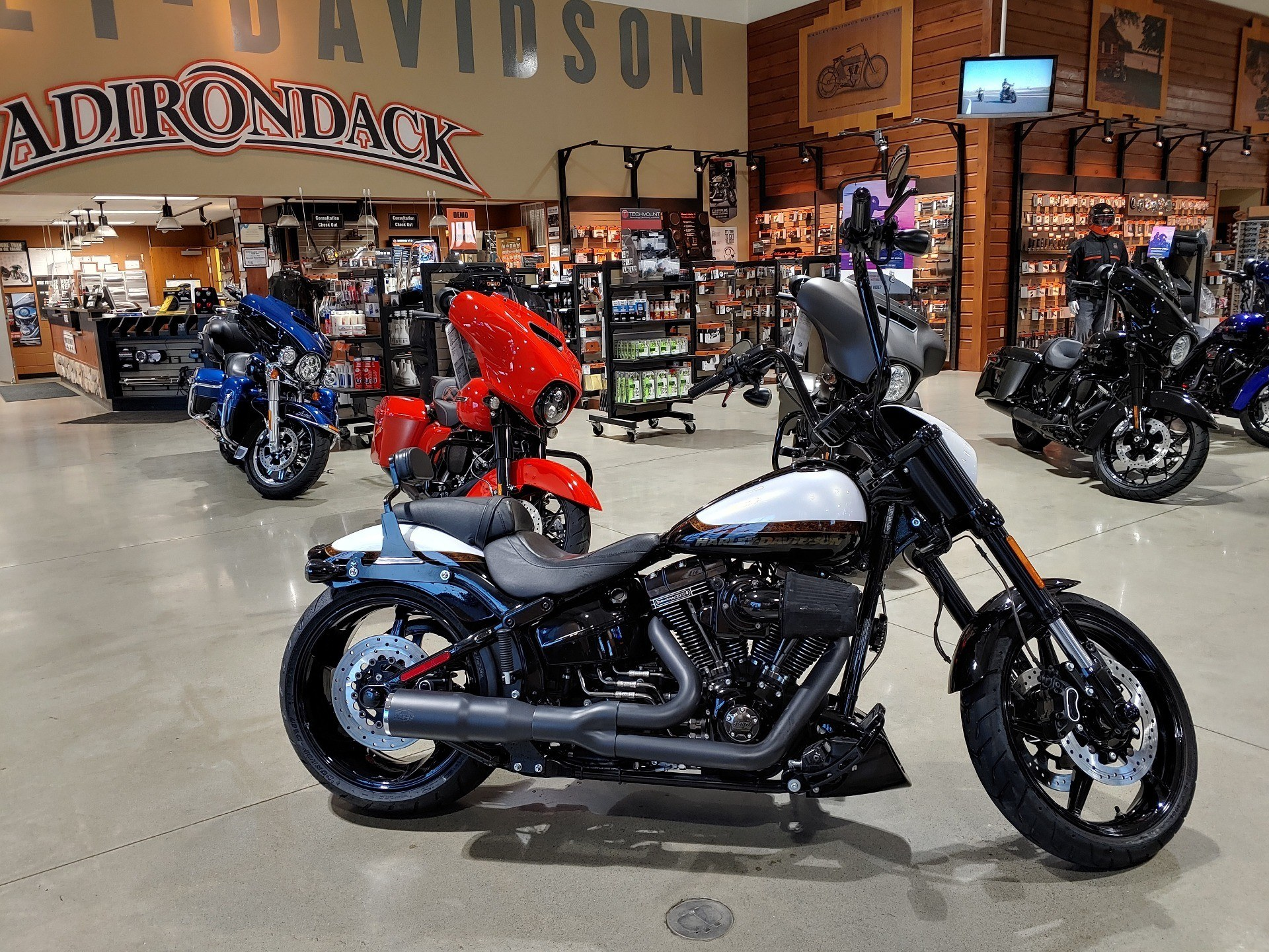 2016 Harley-Davidson CVO™ Pro Street Breakout® in Broadalbin, New York - Photo 1