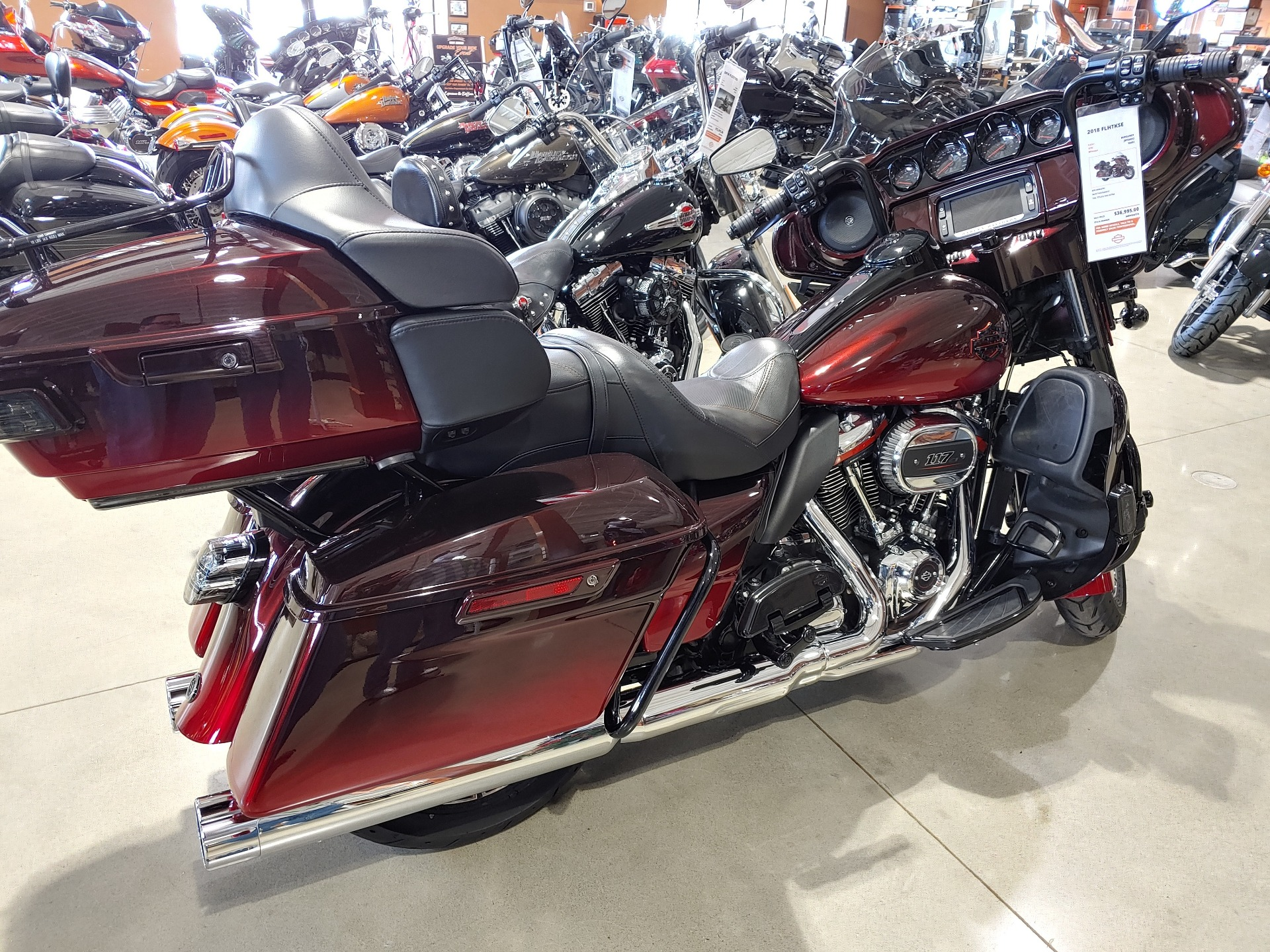 2018 Harley-Davidson CVO™ Limited in Broadalbin, New York - Photo 2