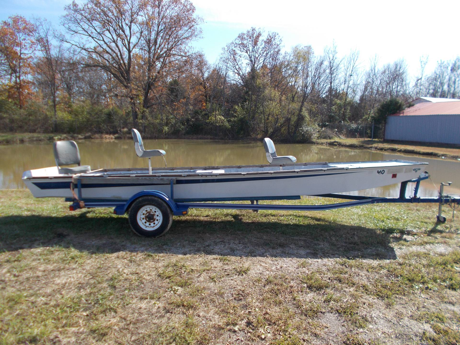 1995 White Outdoor 2036 RIVER BOAT W/ TRAILER in West Plains, Missouri - Photo 2