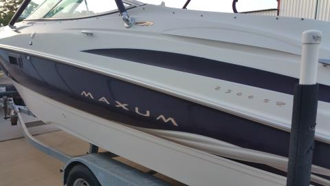 2000 Maxum 2300 BR in Willis, Texas