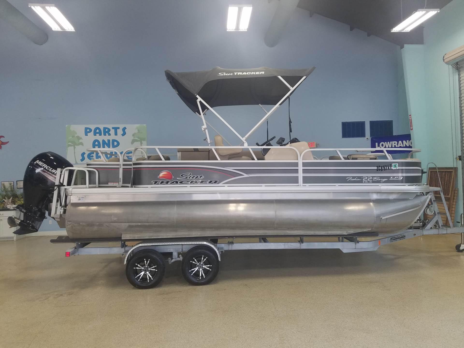 2015 Sun Tracker Fishin' Barge 22 XP3 in Willis, Texas