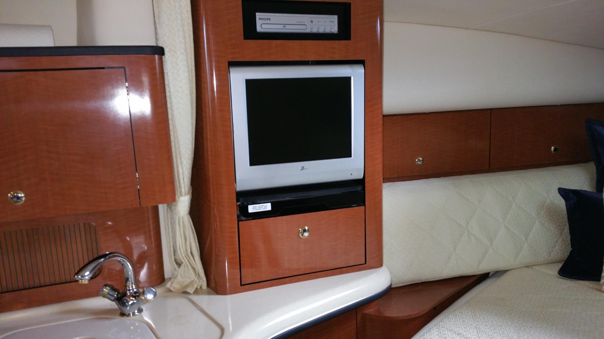 2004 Sea Ray 320 DA in Willis, Texas