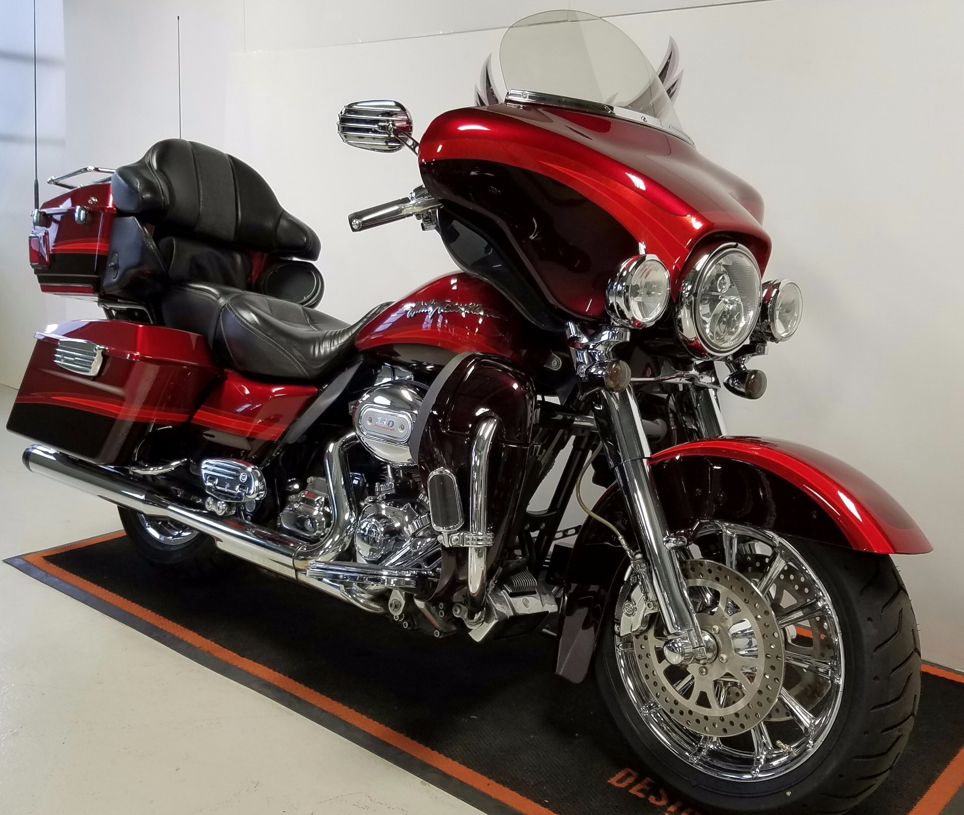 2009 Harley-Davidson CVO™ Ultra Classic® Electra Glide® in Waterford, Michigan