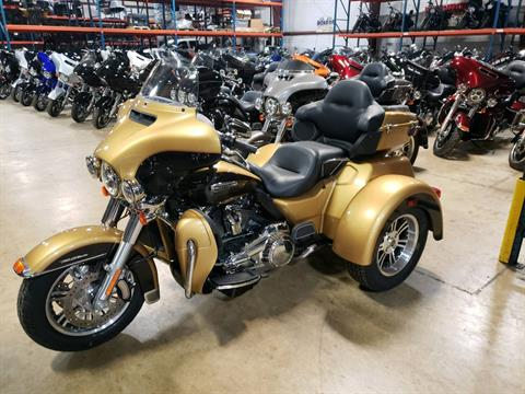 2017 Harley-Davidson Tri Glide® Ultra in Monroe, Michigan - Photo 2