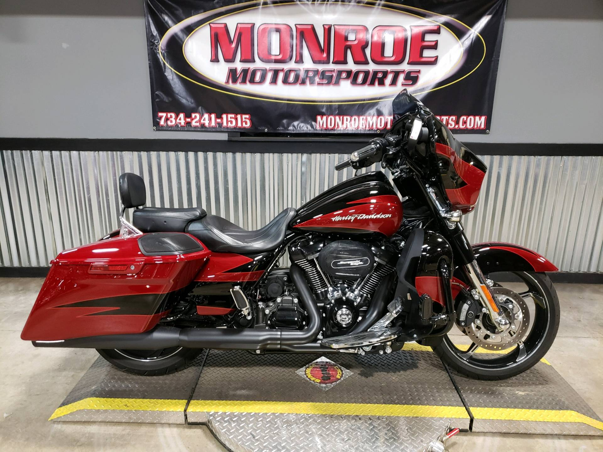 2017 Harley-Davidson CVO™ Street Glide® in Monroe, Michigan - Photo 1
