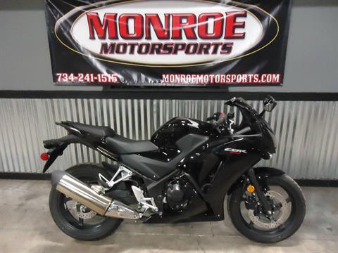 2016 Honda CBR300R in Monroe, Michigan