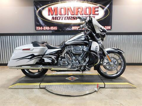 2015 Harley-Davidson CVO™ Street Glide® in Monroe, Michigan - Photo 1