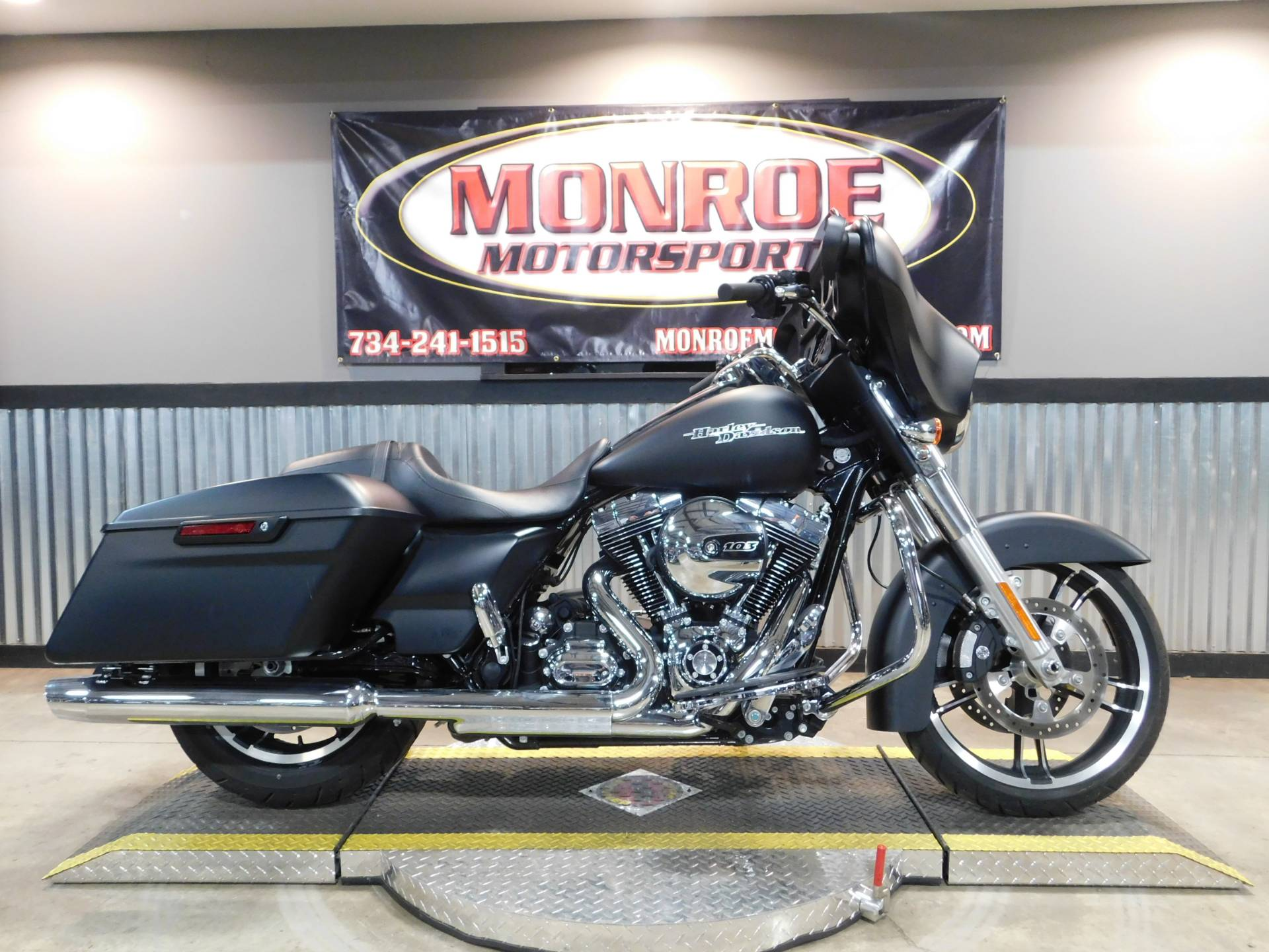 2016 Harley-Davidson Street Glide® in Monroe, Michigan - Photo 2
