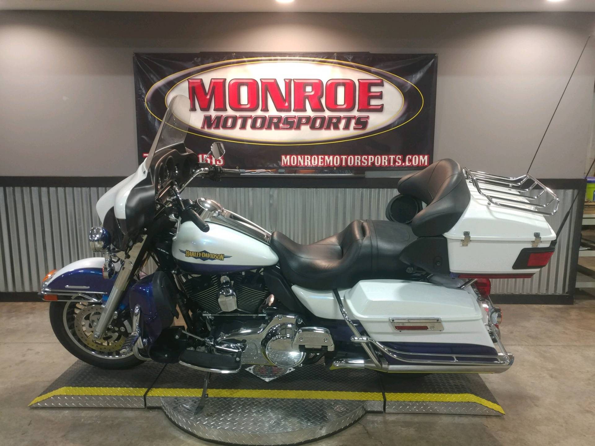 2010 Harley-Davidson Electra Glide® Ultra Limited in Monroe, Michigan - Photo 2