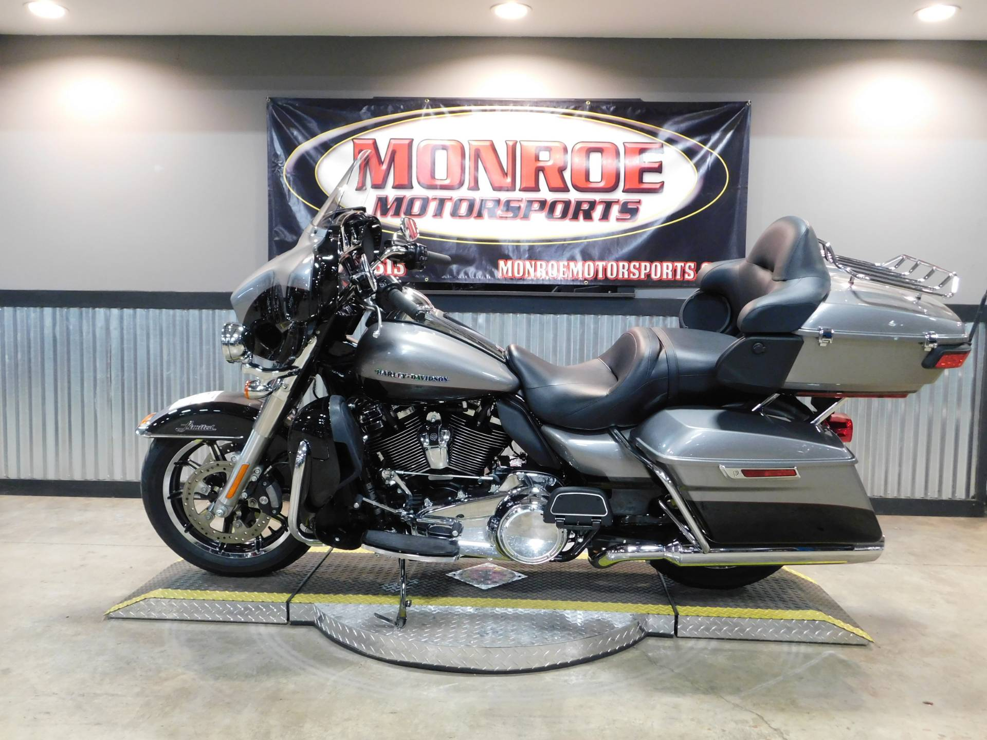 2017 Harley-Davidson Ultra Limited in Monroe, Michigan - Photo 2