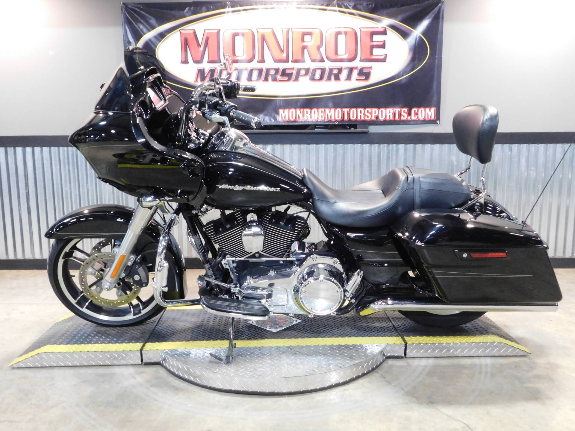 2015 Harley-Davidson Road Glide® Special in Monroe, Michigan - Photo 2
