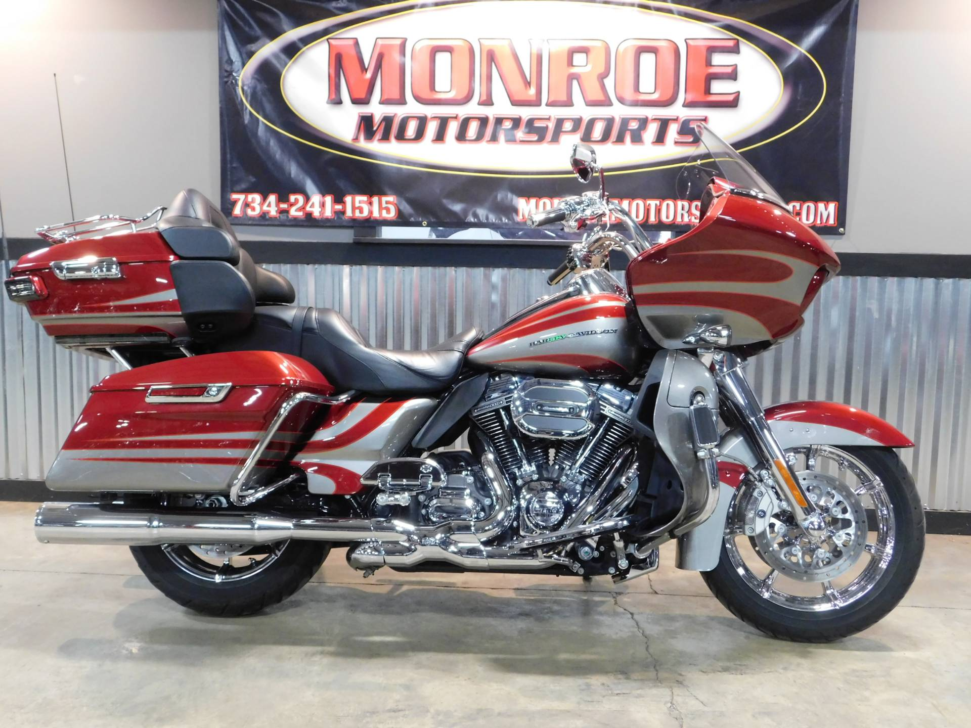 2016 Harley-Davidson CVO™ Road Glide™ Ultra in Monroe, Michigan
