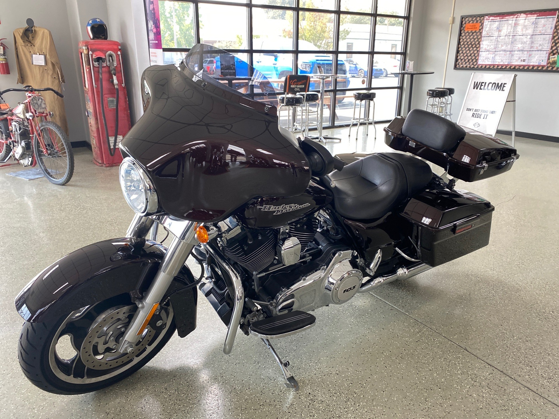 2011 Harley-Davidson Street Glide® in Ukiah, California - Photo 2