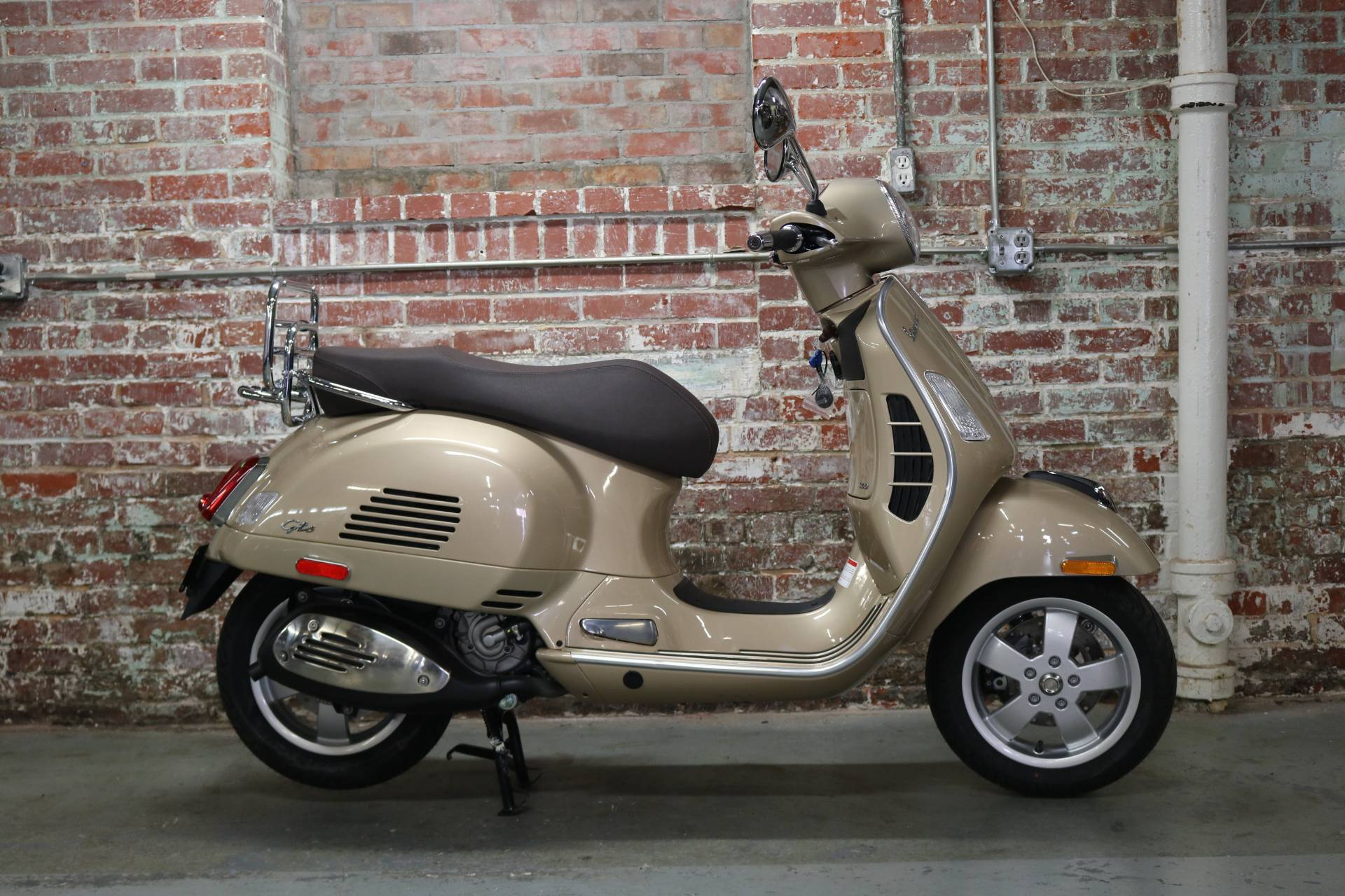 new 2018 vespa gts 300 abs asr scooters in greensboro nc. Black Bedroom Furniture Sets. Home Design Ideas